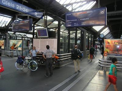 2004/07/27 19:17:47 /  ©RobAng /  Schweiz /  / Zürich / HB Zürich