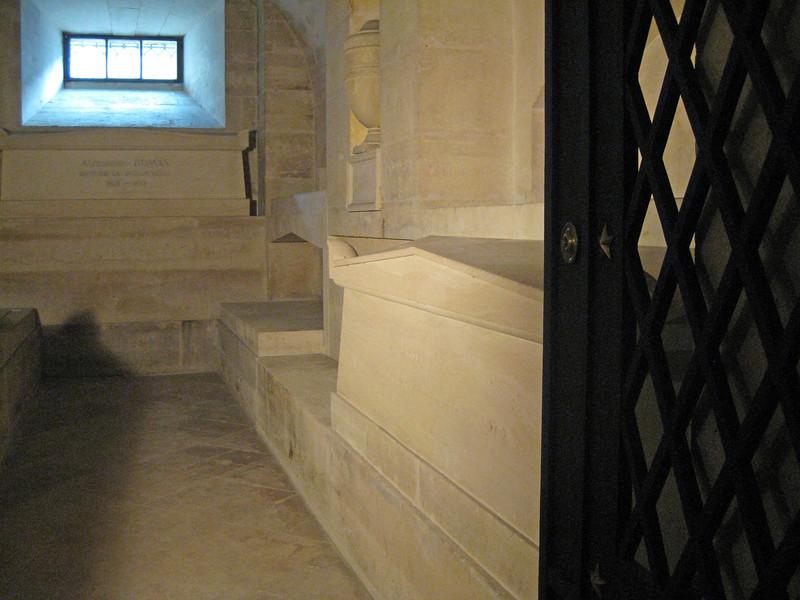Panthéon Crypt Dumas and Zola 2009-09-20_17-01-14