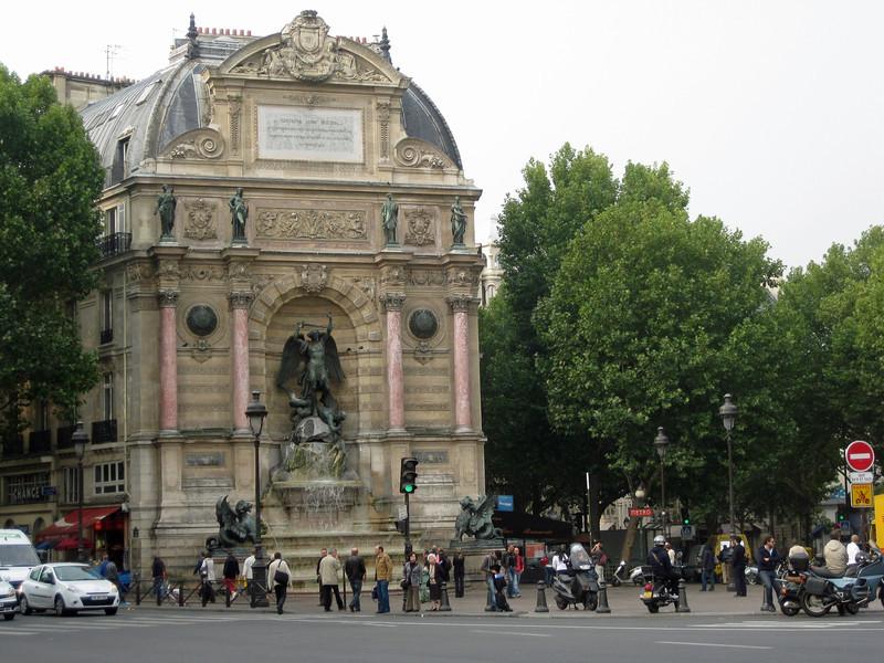 Place St Michel 2009-09-21_10-27-29