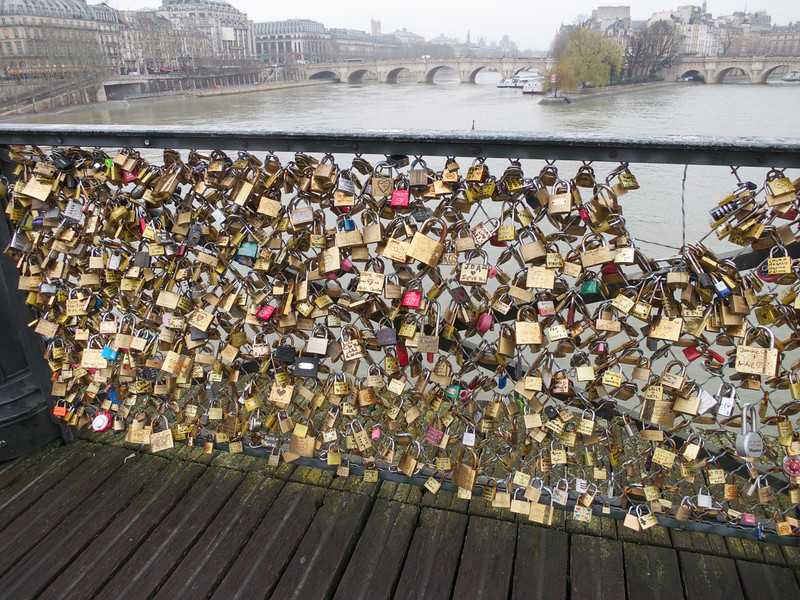 Fence covered with locks and messages on Pont des Arts<br /> Paris - 2013-01-10 at 10-36-22