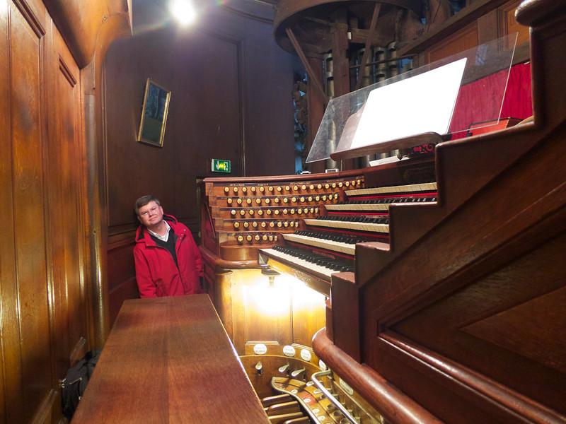 The organ controls <br /> Paris - 2013-01-13 at 12-10-41