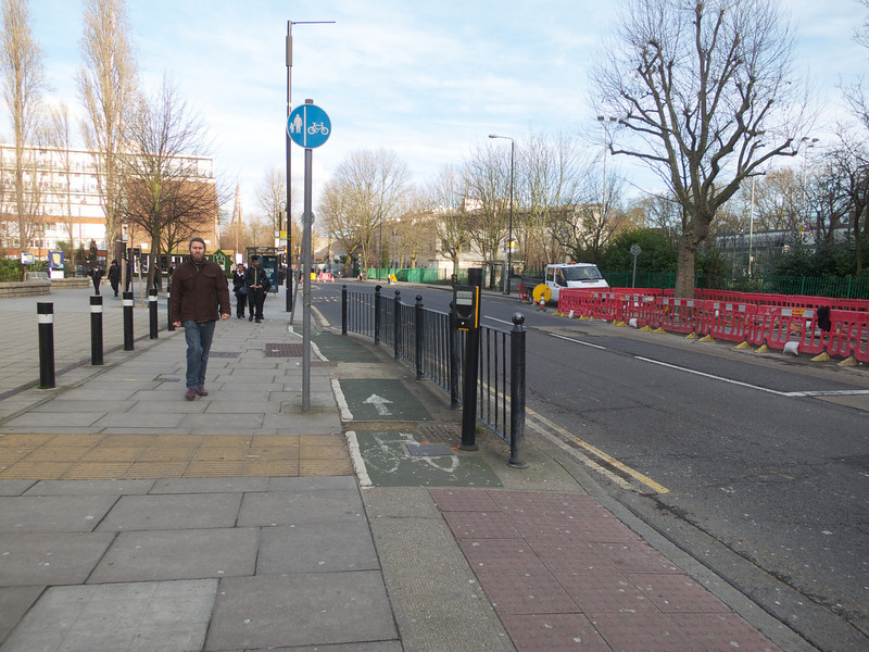 The cycle path past the crossing<br /> London - 2014-02-03 at 15-00-47
