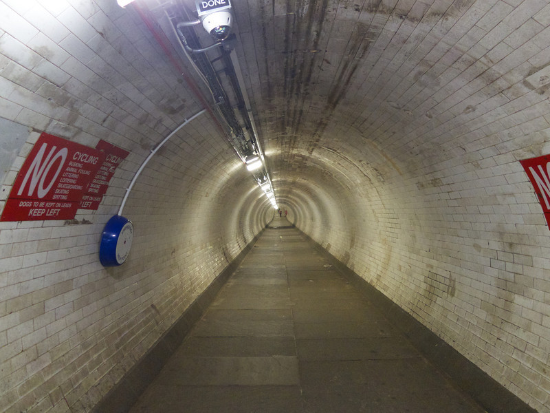 Looking down the Tunnel<br /> London - 2014-02-03 at 14-38-34