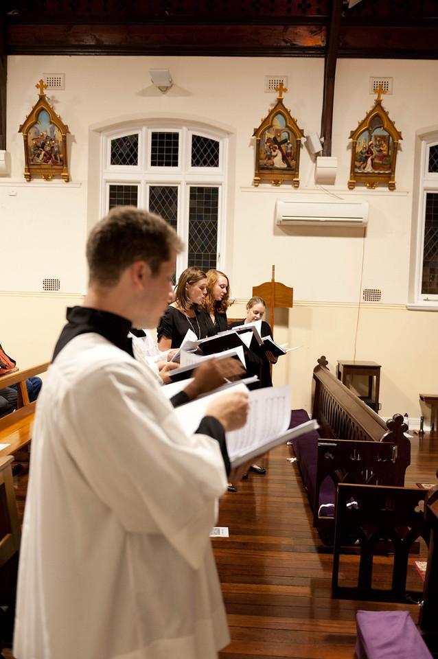 Lumina Choir singing during the Tenebrae on Good Friday
