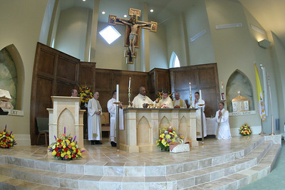Father Jaime Barona, pastor, and visiting clergy, join Archbishop Gregory at the altar during the Liturgy of the Eucharist.  (Page 2, October 4, 2007 issue)
