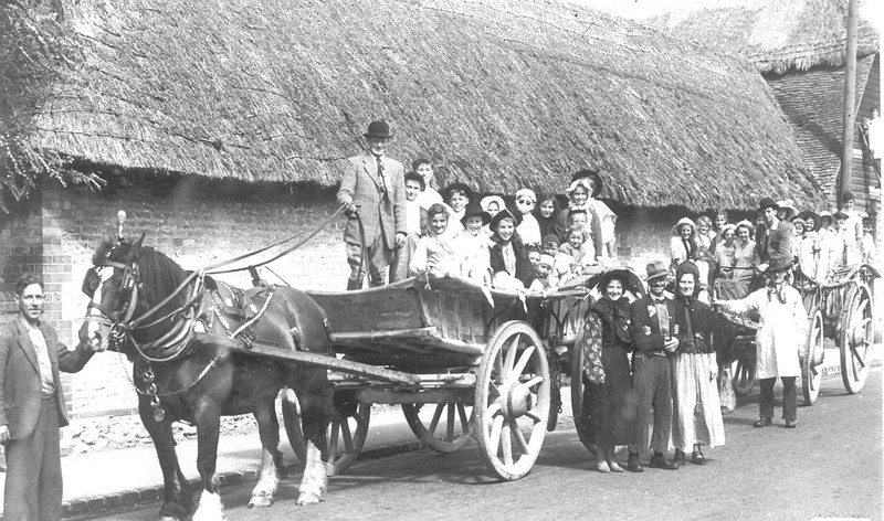 <font size=3><u> - Benson Free Church Outing - </u></font> (BS0391)  Granny Aldridges Sunday School outing &#8211; August 1951.  They went to an apple orchard in Brightwell-cum-Sotwell for a picnic. Reg Passey leading horse, Ken Passey with reins.