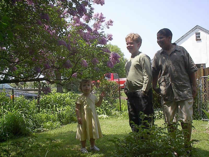 Michael, Seth & Madelyn in Art & Hilda's backyard
