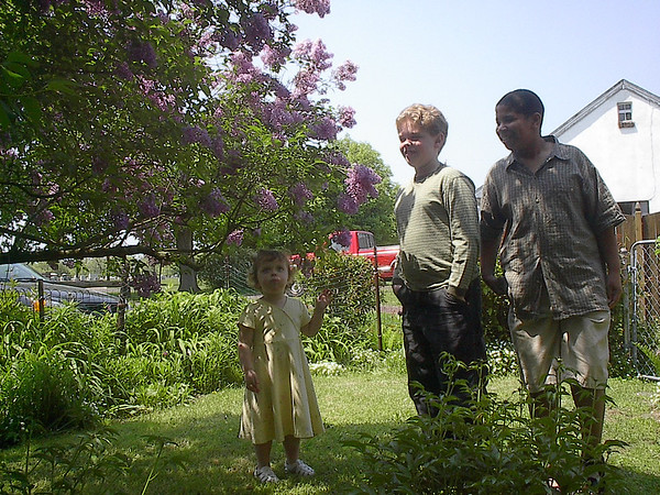 Michael, Seth & Madelyn in Art & Hilda's backyard