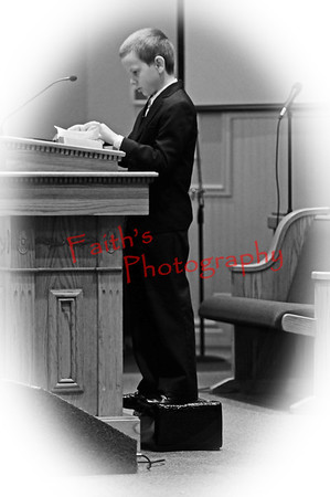 BenPreaching_0535 bw vinette white