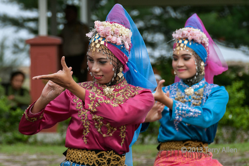 Acehnese-dancers-at-welcoming-ceremony,-Banda-Aceh,-Sumatra