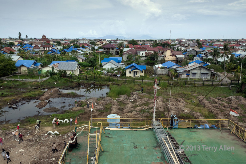 New-housing-(blue-roofs)-build-by-aid-agencies,-seen-from-'Apung-1',-Banda-Aceh,-Sumatra