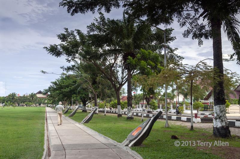 'Thanks-to-the-World'-Memorial,-Banda-Aceh,-Sumatra