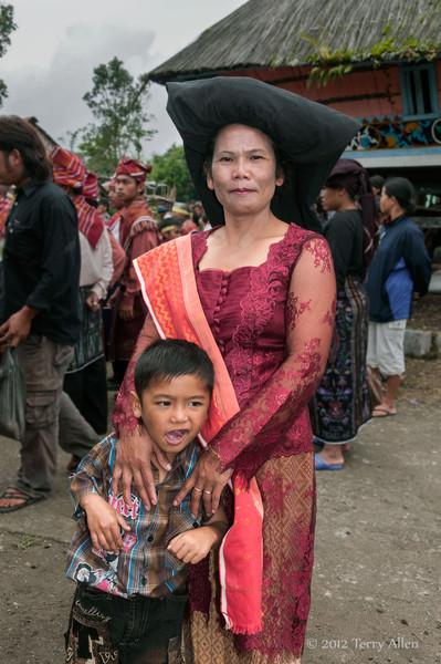 Batak-matron-and-child,-Lingga-Brastagi,-North-Sumatra
