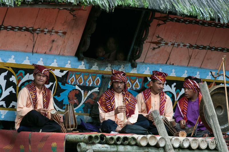 Karo-Batak-band-in-front-of-longhouse,-Lingga-Brastagi,-North-Sumatra