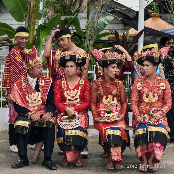 Batak-beauties-waiting-for-welcome-ceremony,-Lingga-Brastagi,-North-Sumatra