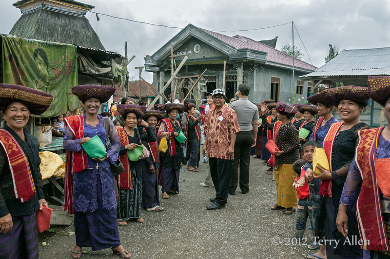 Villagers-throwing-rice-in-welcome-ceremony,-Lingga-Brastagi,-North-Sumatra