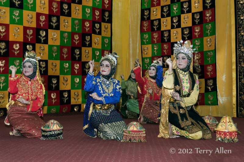 Welcoming-dancers-2,-Lhokseumawe,-Aceh-Province