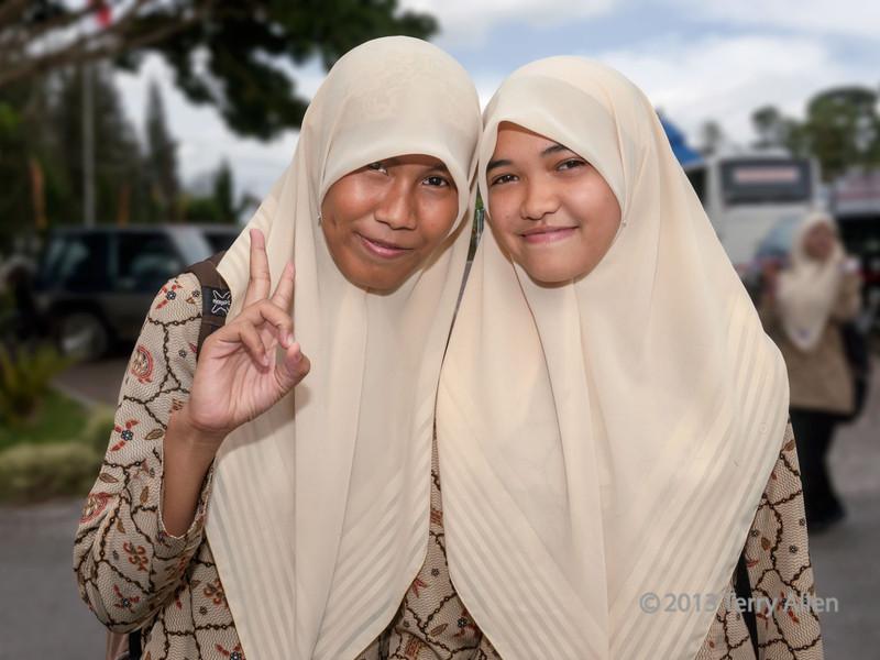 Smiling Minangkabau girls, Cupek, West Sumatra