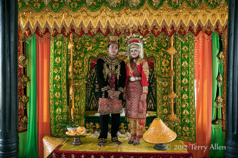 Portrait-of-wedding-couple,-Aceh-wedding,-Pirak-Timu,-Aceh-Province<br /> <br /> 10. Finally the happy couple posed for pictures, much like in the West