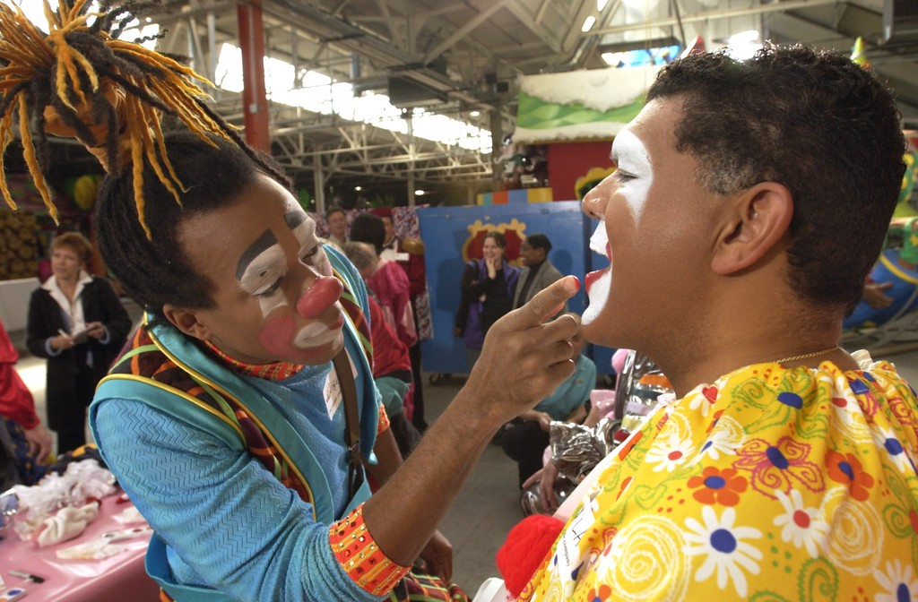 . Clown College at the Parade Company in Detroit. Clowns from Ringling Brothers held a clown college for some of this areas distinguished business people who will dress up and march in this years Thanksgiving Day Parade. Here Ringling Brothers clown Gregory Parks (left) applies makeup to the face of Larry Alexander of Troy.