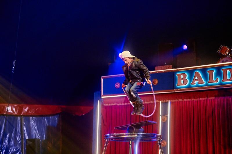 Selv om man ikke er til vidunderbørn i bred almindelighed, er det svært at se bort fra, at den kun 11-årige Karel 'Kaja' Janecek er født til manegelivet som  et ægte cirkusbarn med masser af talent, her i sit rola-rola-nummer, som er blevet til det sidste par år i Cirkus Baldoni