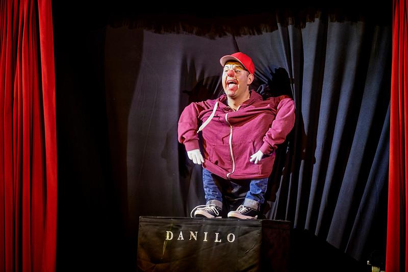 Problemet med at gå i for små sko er, at Danilo tangerer latterliggørelse af et handicap