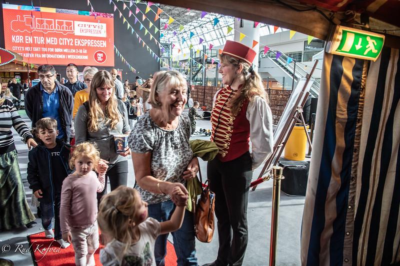 Bedsteforældre og børnebørn cirkusklar