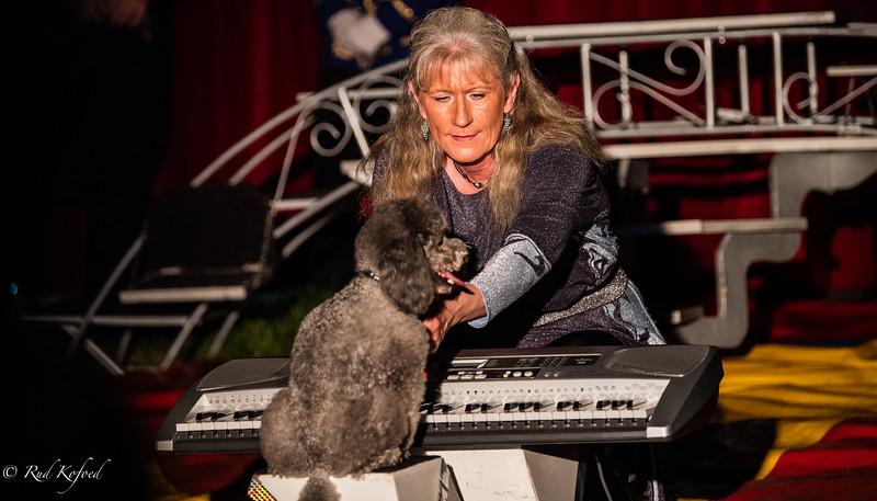Marianne med sin koncertpianist, der kan sine klassikere
