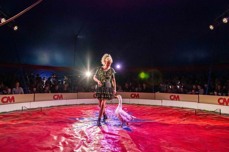 Cirkusdirektør Marianne Deleuran måtte forsinke forestillingen i 20 minutter for at finde plads til de sidste 40 ved den allerede på forhånd udsolgte forestilling