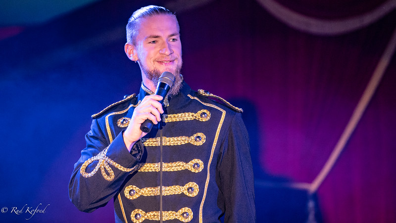 Daniel Deleuran - sprechstallmeister med styr på forestillingen...