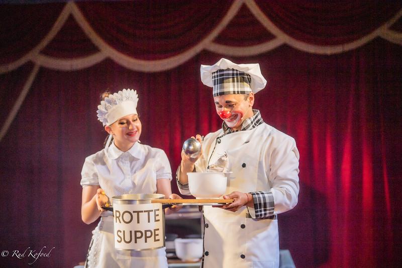 Superkokkene Julia og hendes far, Gulio, går nye vejen i udsøgte retter for cirkusbegejstrede