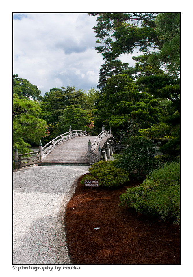 a look at the Oikeniwa Garden, in the Kyoto Imperial Palace.