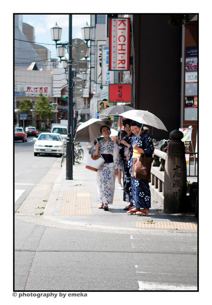 One of the nice things about Kyoto is the fact that many of the locals enjoy wearing their tradition dress, kimonos!