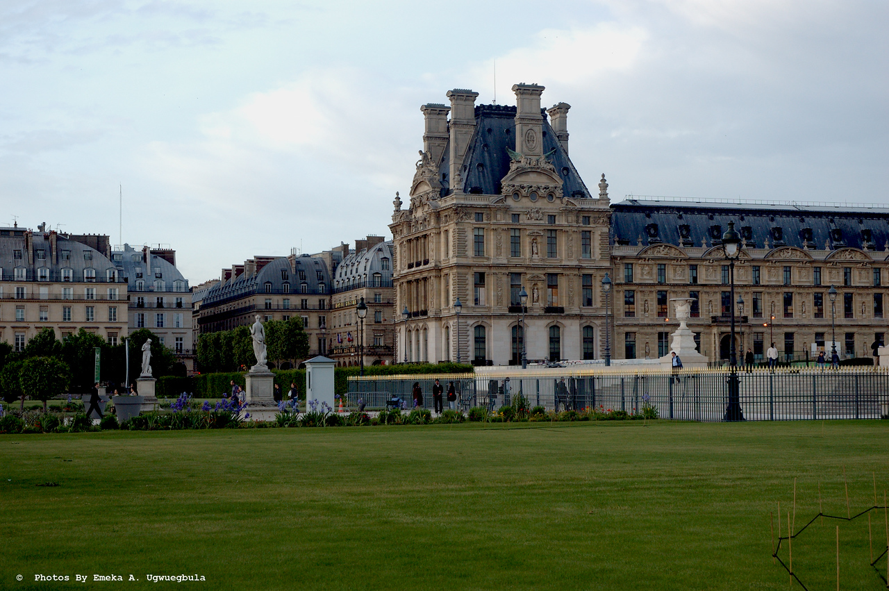 Musee de Louvre - view from the park