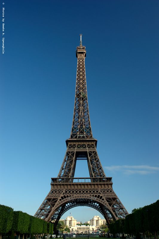 Tour Eifel - Taken in the morning with a rich blue sky