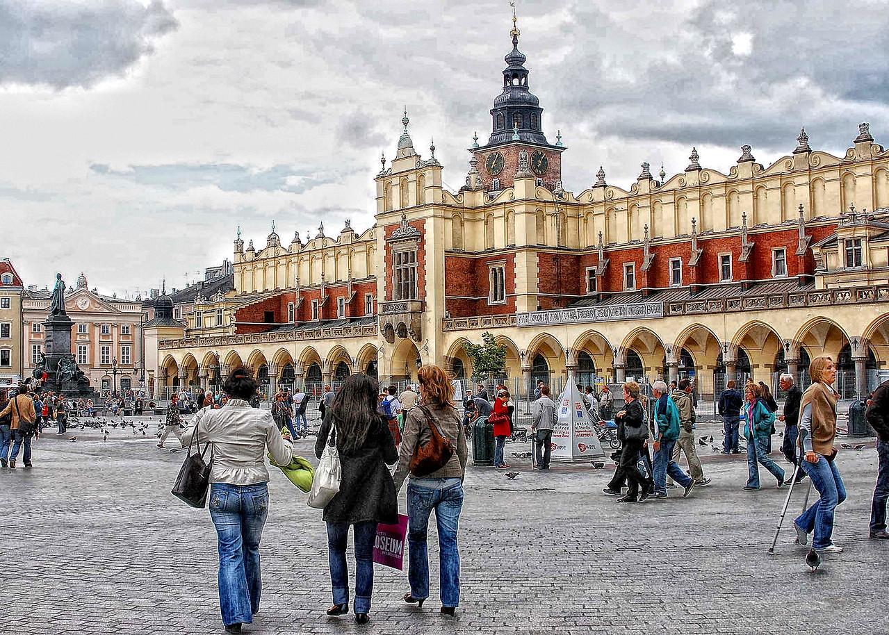 Krackow  Poland's  Capital. Shoppers paradise.