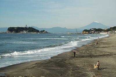 The Shichirigama beach, looking west to Enoshima and Koshigoe.