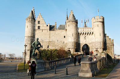 Het Steen (The Stone), a castle built in the 13th Century, near the Scheldt River and not far from the Market Square. It got its name because it once was the only building made in stone. It might be the oldest building in Antwerp and part of the western fortifications of the Holy Roman Empire. Most of the time it has been a prison but currently it houses the Nationaal Scheepvaartmuseum (Belgian National Maritime Museum).