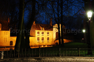 Evening shot of the entrance of the Beguinage (Begijnhof).