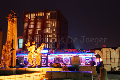 Fun fair on 't Zand, between the statue and the biggest Concert Hall of Belgium.