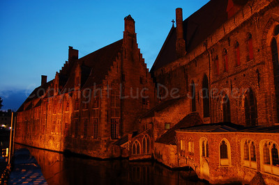 Image of the Memling Museum (Saint John's Hospital or Sint Janshospitaal) captured at dusk.