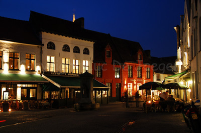 Image of the restaurants on the Wijngaardplein shot at dusk.