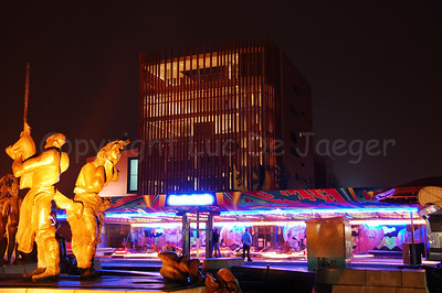 Fun fair (kermis or foor in Flemish) on 't Zand, between the statue and the biggest Concert Hall of Belgium.