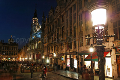 The Bread House (broodhuis, Maison du Roi) on the Market square (Grote Markt) in Brussels (Brussel), Belgium captured at night.
