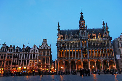 The Bread House (broodhuis, Maison du Roi) on the Market square (Grote Markt) in Brussels (Brussel), Belgium captured at dusk.