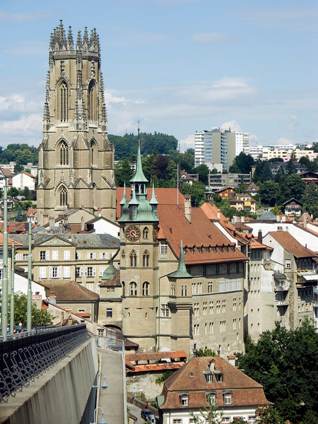 Cathedral St. Nicolas, Hotel de Ville, Fribourg, Switzerland (as seen from Route des Alpes) Konica Minolta Dimage A2