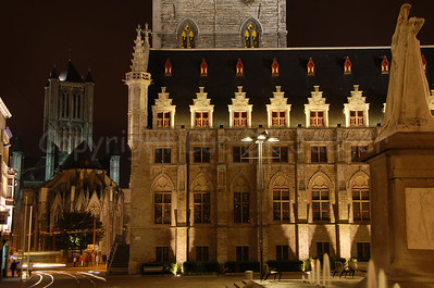 Lakenhalle (en Belfort) (Cloth Hall, built between 1425 and 1445, and Belfry) in the centre of Ghent (Gent).