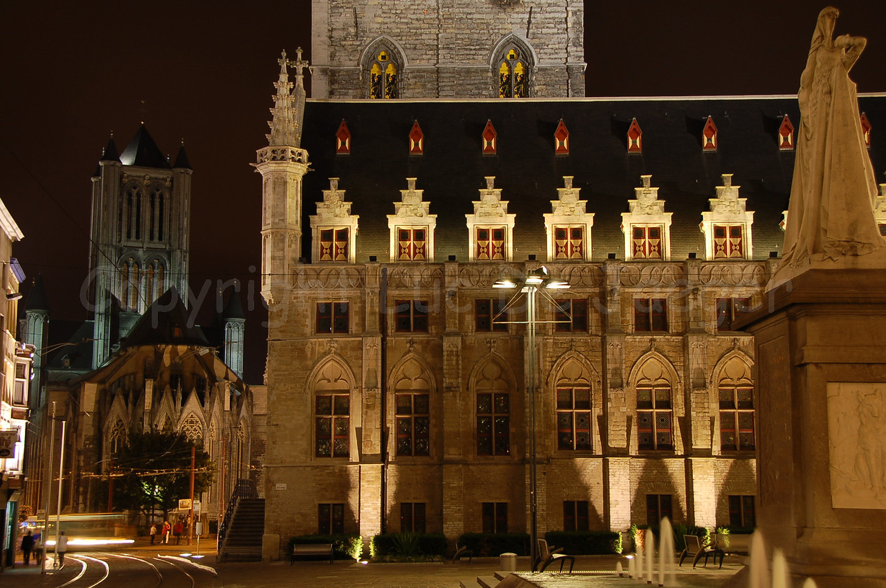 Lakenhalle (en Belfort) (Cloth Hall, built between 1425 and 1445, and Belfry) in the centre of Ghent (Gent).
