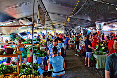 Vendors/Shoppers at the weekly Saturday Hilo farmer's market