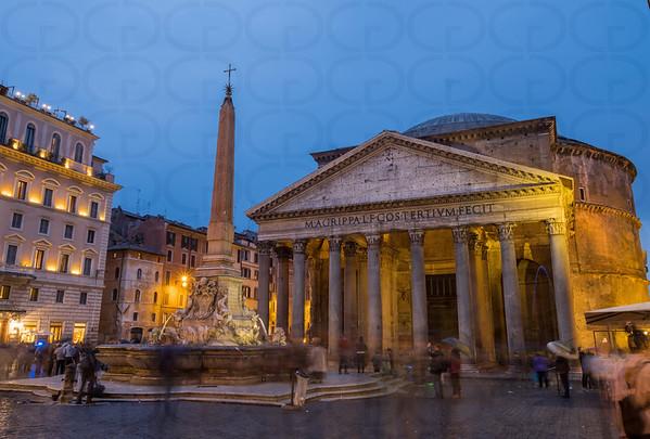 Night in the Piazza della Rotunda